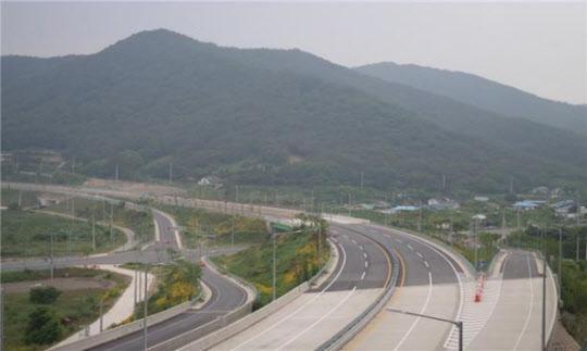 국도1호선 전남 장성 전북 정읍 4차로 개통.jpg
