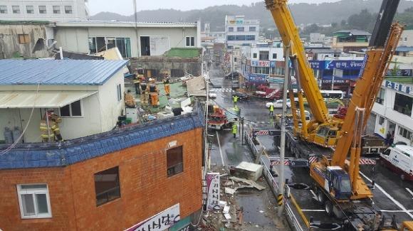 전주 건물 지붕 붕괴 현장.jpg