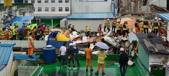 진주 건물 지붕 붕괴 구조작업